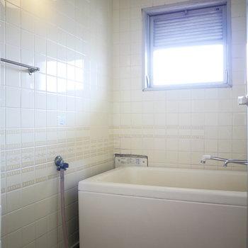 浴室は窓があって明るいですね!(※写真は前回募集時のものです)