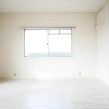 角部屋なので西側にも窓があります!