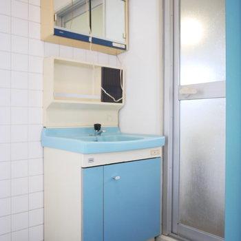 洗面台も懐かしい雰囲気(※写真は前回募集時のものです)