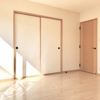 【洋室7帖】木のドアが素敵です