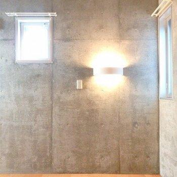 洋室のこの照明がすき。 ※写真は1階の同間取り別部屋のものです。