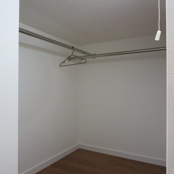 ロフト収納②服がいっぱいあっても大丈夫◎※写真の家具はサンプルです