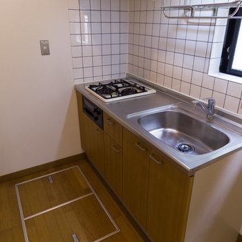 【1階】足元には広めの床下収納が!設備が充実していますね。