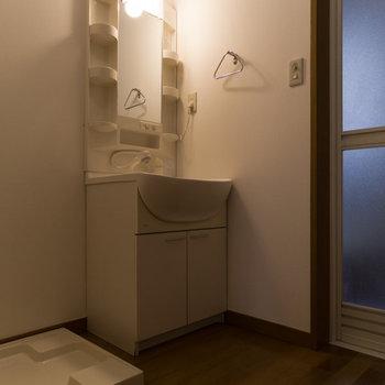 【1階】脱衣所も広々と使えます。