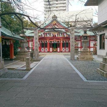 周辺】目の前には玉造稲荷神社。ご利益を。。