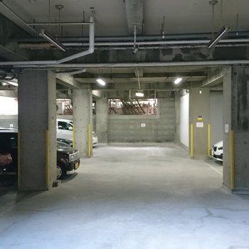 共用部】地下の駐車場も有り! ※空きは要確認