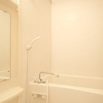 お風呂はシンプルに。※写真は別部屋