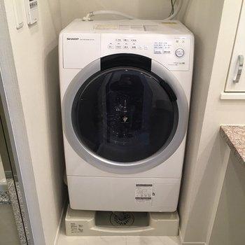 ドラム式洗濯機もついてます