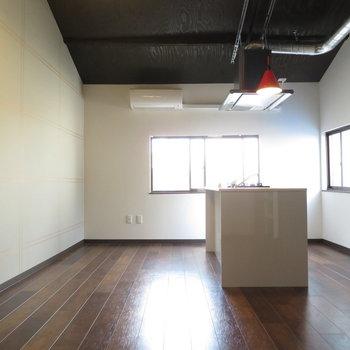アイランドキッチン空間を制しています