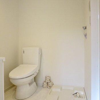 洗濯機置場はここです、広々としてゆとりがあります※写真は1階の反転間取り別部屋のお部屋です