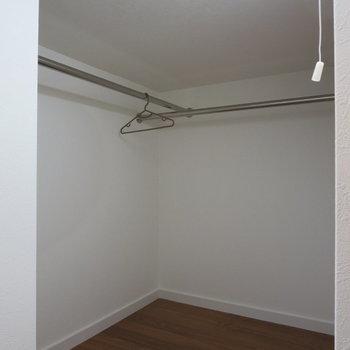 ロフト収納②服がいっぱいあっても大丈夫◎※写真は1階の反転間取り別部屋のお部屋です