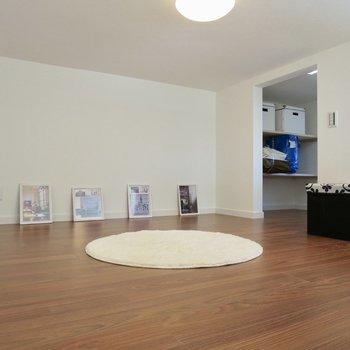ロフトはこんな感じ、広めなのでゴロゴロできそう※写真は1階の反転間取り別部屋のお部屋です
