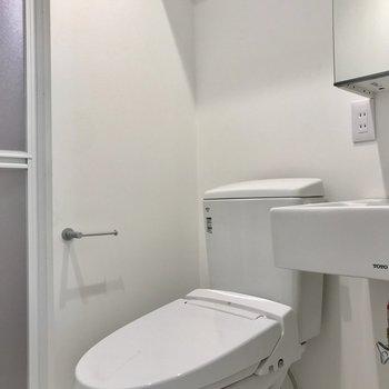 トイレは温水洗浄つき〇嬉しい要素です!