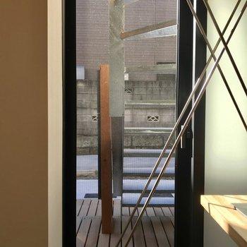 キッチンに日が差し込む、あまり目にしない構造ですね~