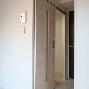 この扉の向こうにはキッチンが隠れてるの!