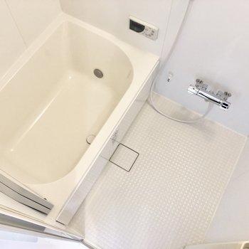 お風呂はゆったりできそう〜。追い焚き機能付き!