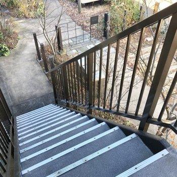 階段をひょいっと登った先にあります。