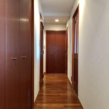 全ての部屋をつなぐ廊下