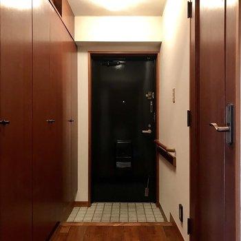 玄関も収納が充実しています