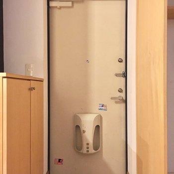 玄関の床がポイント(※写真は同間取り別部屋、清掃前のものです)