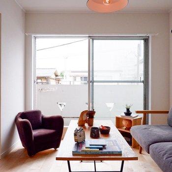 このソファーから空を眺めるのが最近のたのしみ※家具・小物はサンプルです