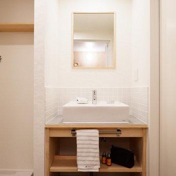 洗面台がコンパクトでかわいい※家具・小物はサンプルです