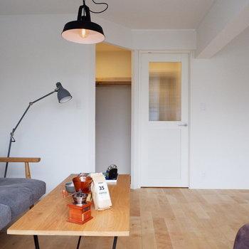 可愛らしいドアに、※家具・小物はサンプルです