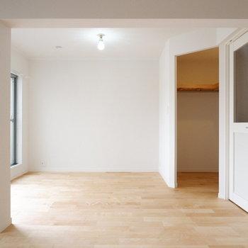 家具がないとこんな感じ。白い壁が清潔感あります!