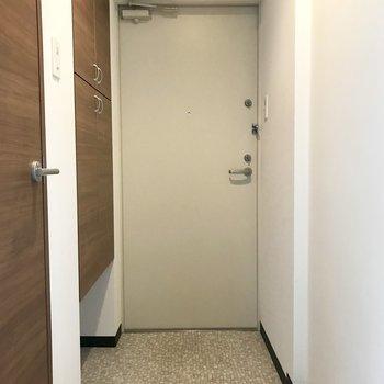 玄関は程よい広さで
