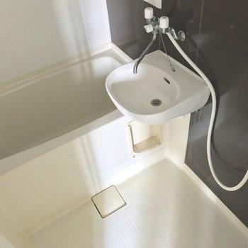 お風呂はお手入れラクラクな2点ユニット(※写真は清掃前のものです)