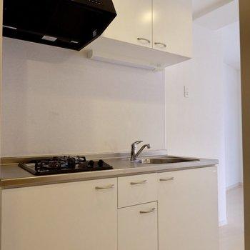 キッチン収納十分ですね◎※写真は4階の同間取り別部屋のものです