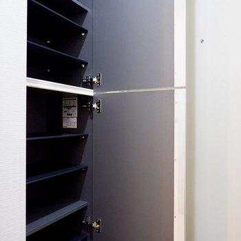 シューズボックスたくさん入ります!※写真は4階の同間取り別部屋のものです