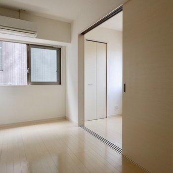 角部屋で2面採光!明るいです◎※写真は4階の同間取り別部屋のものです