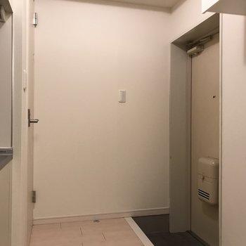 玄関のお向かいにトイレがあります※写真は前回掲載時のものです