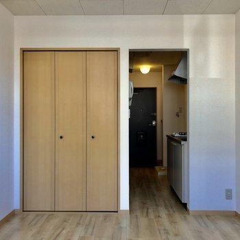 シンプルなお部屋ですね