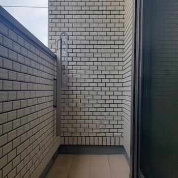 【2階】バルコニーには物干し受けが付いてます※ 写真は前回募集時のものです
