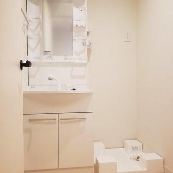 【1階】清潔感のある洗面台※ 写真は前回募集時のものです