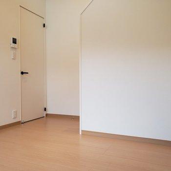 【2階】机を1つ置いてもいいですね※ 写真は前回募集時のものです