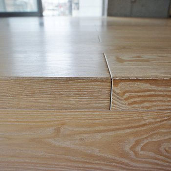 小上がりの床も良い素材感。