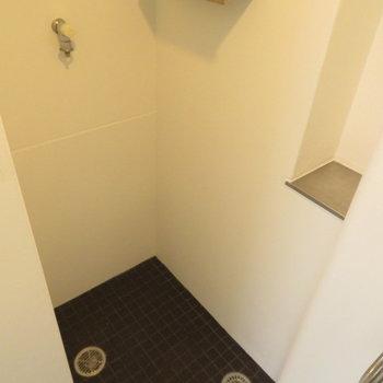 横には洗濯機置き場※写真は同間取り別部屋のものです。