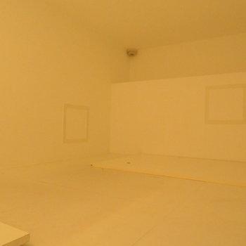 ロフト部分でお休みあれ※写真は同間取り別部屋のものです。