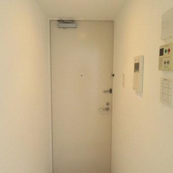 玄関も綺麗でしたよ!※写真は同間取り別部屋のものです。