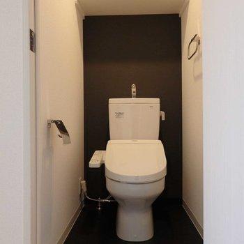 トイレはシック。(写真は同間取り別部屋)