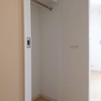 クローゼットは洋室入り口にありますよ。(写真は同間取り別部屋)