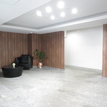 オフィスみたいなエントランスです(※写真は3階の同間取り別部屋のものです)