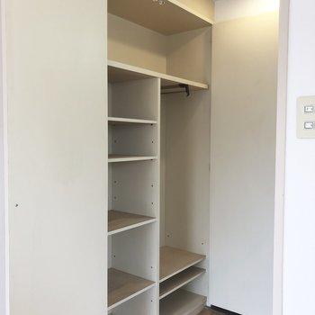 収納はスペースを使い分ければいろんなものがはいりそう。