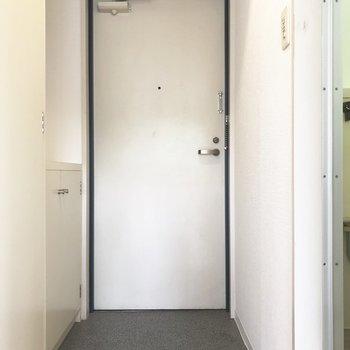玄関もさほど狭くない印象でした。