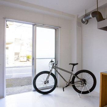 こっちに自転車置こうかな。