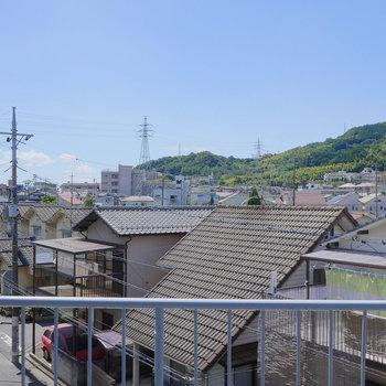 眼下には住宅街が広がります。