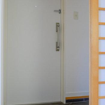障子を開いて、玄関部。